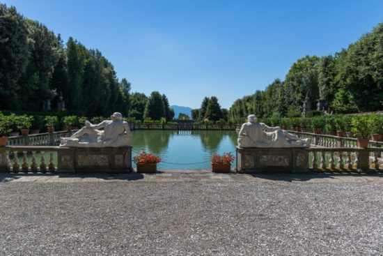 Giardino dei Limoni - peschiera e statue di marmo