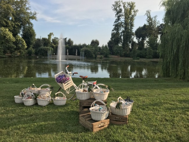 picnic in villa