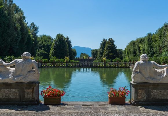 giardino dei limoni - le due statue e il laghetto