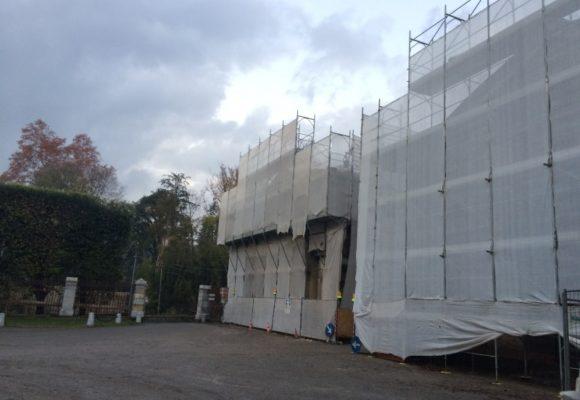 lavori di restauro facciate delle palazzine gemelle di Marlia