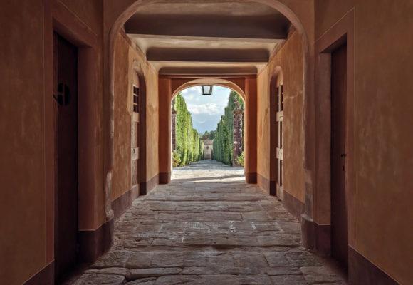 Vista del viale dall'interno della Palazzina dell'Orologio - Foto L. Bartoli
