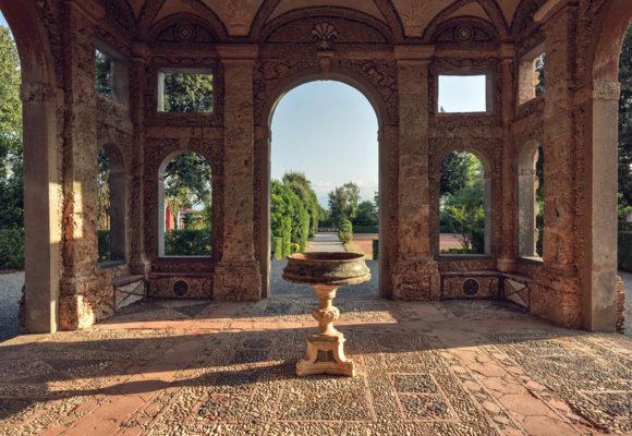Ingresso della Grotta di Pan, Parco Villa Reale di Marlia - Foto L. Bartoli
