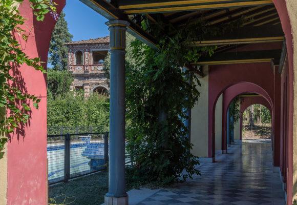 Porticato, piscina di Villa Reale di Marlia
