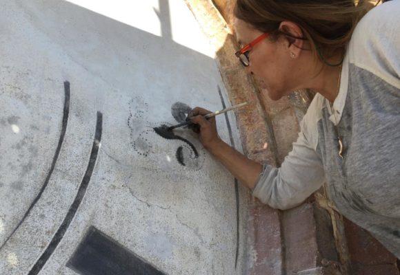Esperti restauratori lavorano all'orologio di Villa di Marlia