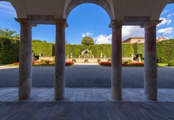 Vista del Teatro d'Acqua dal portico della Villa Reale di Marlia