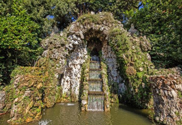 La cascata di roccia del Teatro d'Acqua - Foto di Vincenzo Tambasco