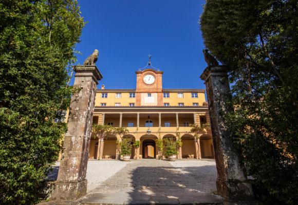 Villa Reale di Marlia Ingresso alla palazzina dell'orologio Foto di Vincenzo Tambasco
