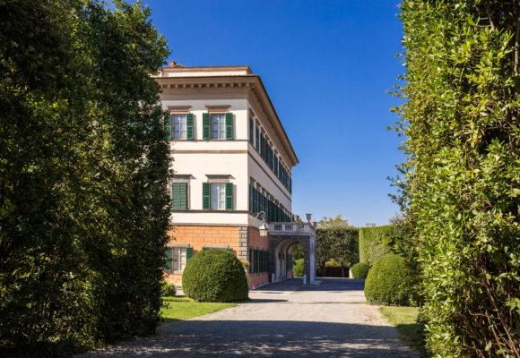Villa Reale di Marlia, scorcio dela facciata posteriore - Foto di Vincenzo Tambasco