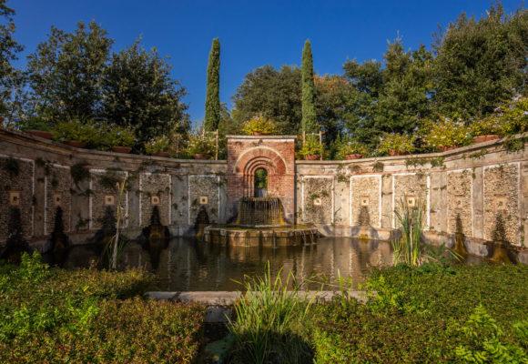 Fontana e laghetto del Giardino Spagnolo Villa Reale di Marlia - Foto di Vincenzo Tambasco