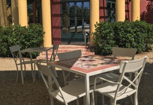 Tavolini e padiglione del servizio bar di Villa Reale