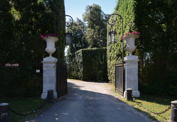 I vasi all'Ingresso Parco di Villa Reale